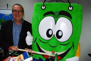 presidente Helder Villela com o mascote da Acig