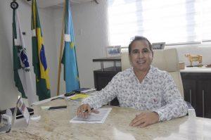 O prefeito Beto Costa destaca que a antecipação do 13ª salário além de ajudar no planejamento do servidor, também aquece o comércio local