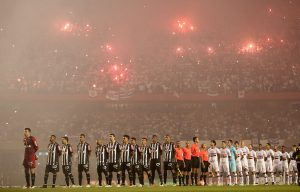 SAO PAULO, BRAZIL - MAY 11:  The teams of Sao Paulo and Atletico MG lines up before quarterfinal first leg match of Copa Bridgestone Libertadores between Sao Paulo and Atletico MG at Morumbi Stadium on May 11, 2016 in Sao Paulo, Brazil.  (Photo by Friedemann Vogel/Getty Images)