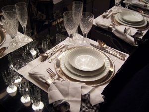 dining-table-263856_640