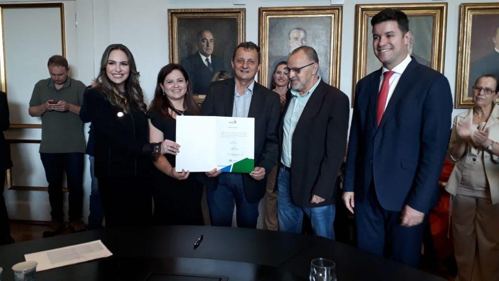 Prefeito Pedro Coelho assinou convênio para UBS da Vila Candeias - Arial